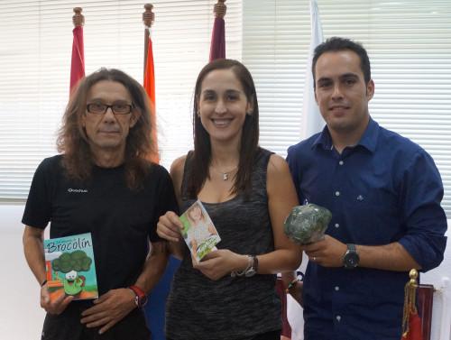 Blas, director del colegio junto a M ángeles Lluch y Antonio Ibarra