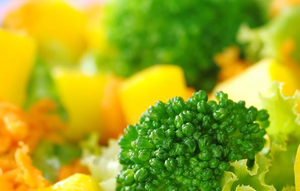 Brocoli-con-vinagreta-de-mango-y-aguacate