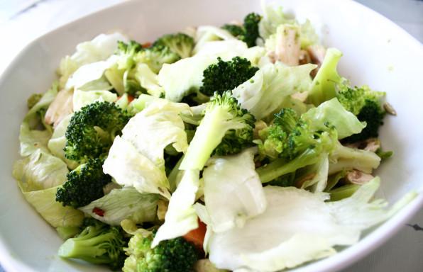 Ensalada-con-brócoli