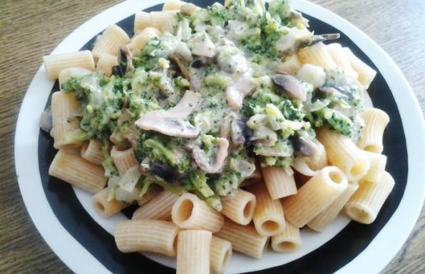 MAcarrones-con-salsa-de-brocoli