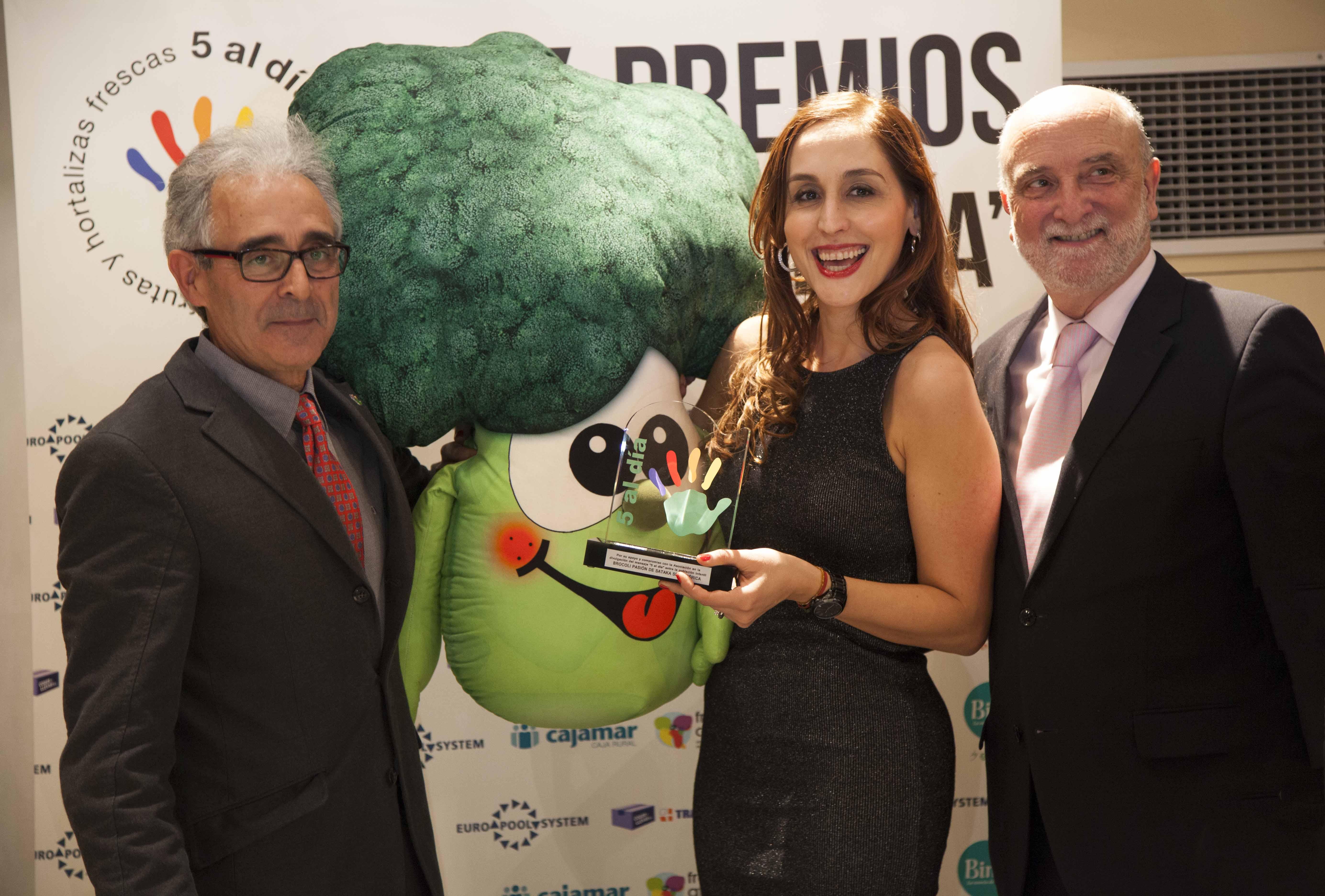 Brocolin Premio 5 al dia reciben M Angeles Lluch + Javier Bernabeu entrega Manuel Montero