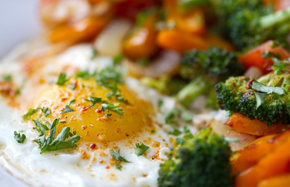 huevos con brócoli