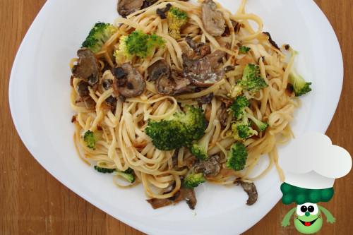 espagettis-con-brocoli-y-champiñones